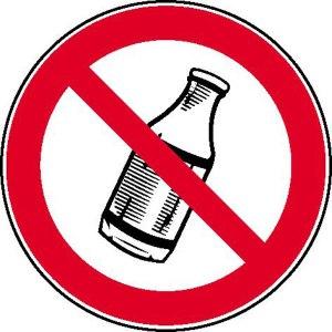 Flaschen brauchen wir hier wirklich nicht. Wer den Kilometer nicht mindestens in fünf Minuten schafft, kann direkt wieder nach Hause gehen.
