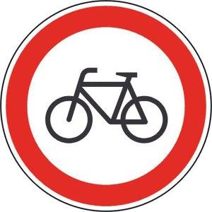 Geht ja wohl mal gar nicht: Ein Radfahrer auf meinem Weg. Bitte benutze den Europaring, hier auf dem Waldweg gefährdest du mich!