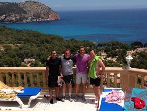 Aki, Holger, Mitch und Büffel Ansgar im Trainingslager auf Mallorca. Foto: Busenblitzillu