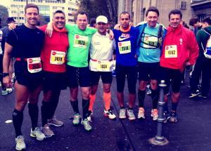 Mitch, Ali, Ansgar, Adam, Aki, Katsche und Tommi vor dem Lauf.