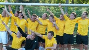 Die Pilstrinker feiern den Sieg bei den Kleinfeldopen 2007.