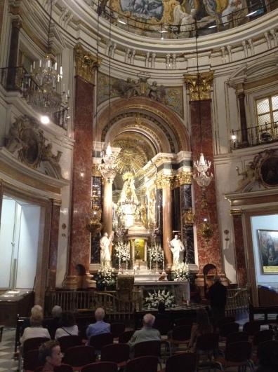 Kleines Gebet in der Basilika.