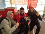 Der Winterlauf-Sieger Mussa mit Moritz und Manu.