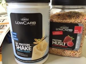 Low Carb-Müsli und Eiweiß-Shake