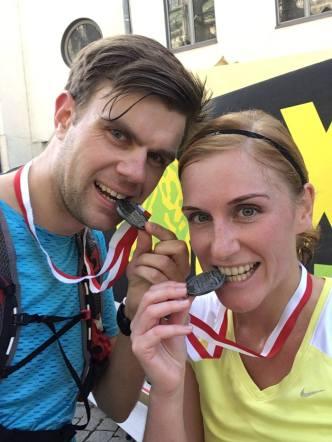 Lisa und Hendrik im Ziel beim Ulmer Halbmarathon.