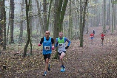 Magnus Gödiker (links) und Scott Anderson kurz vor dem Wildschweingehege (KM3).