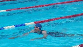 Sieht nach Schwimmen aus...Moritz im Wasser.