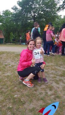 Meike mit Tochter Pia, die ebenfalls schon ein großes Lauf-Talent ist.