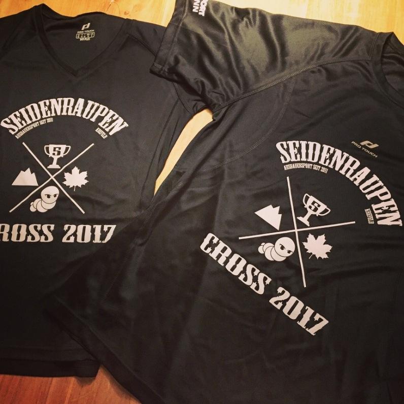 Das Seidenraupen-Cross-Shirt.